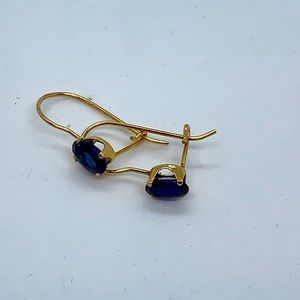 10kt gold piercd dangle earrings lab crtd sapphire